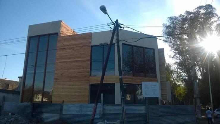 in stile  di IDEE ARQUITECTURA + DISEÑO, Moderno
