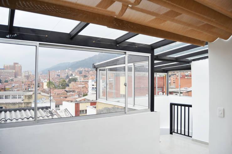 APARTAMENTO 64: Salas de estilo  por santiago dussan architecture & Interior design, Ecléctico