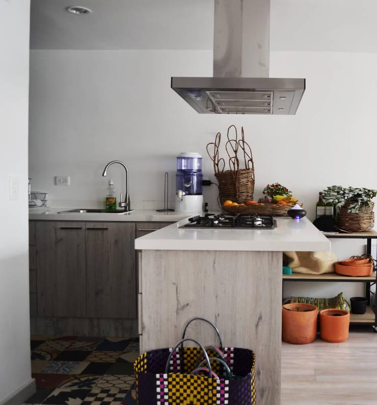 APARTAMENTO 64: Cocinas de estilo  por santiago dussan architecture & Interior design, Ecléctico