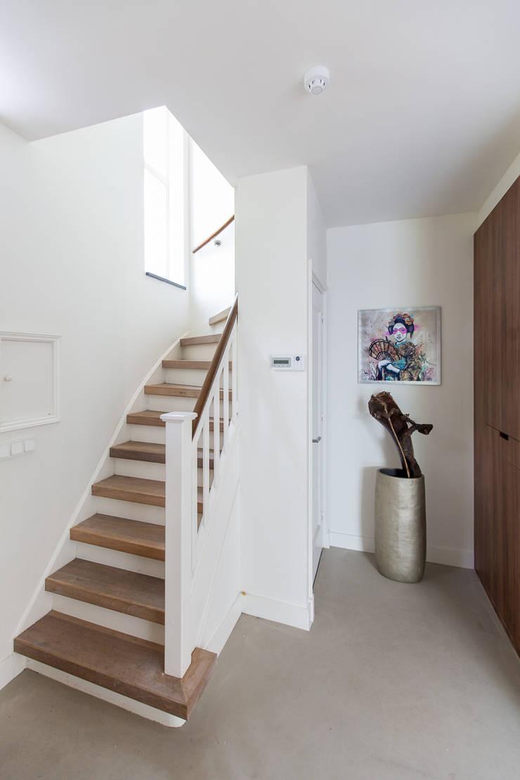 Koridor dan lorong oleh B-TOO, Minimalis