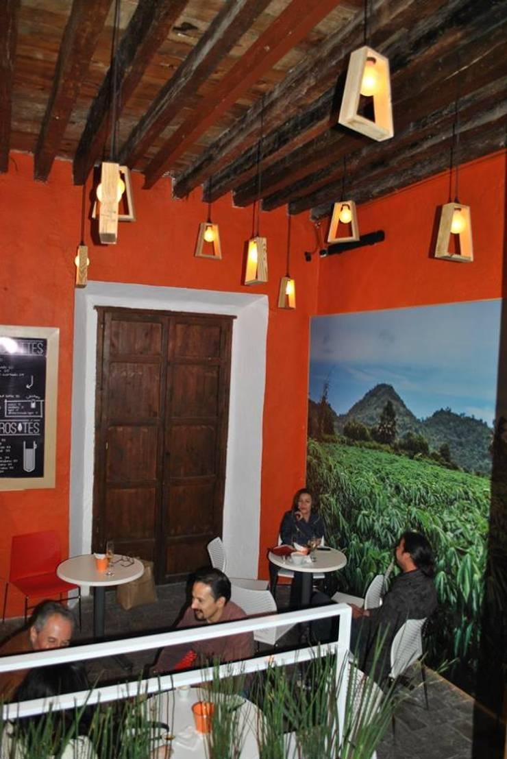 Lámparas Obra Negra: Comedor de estilo  por Habanero Mobiliario