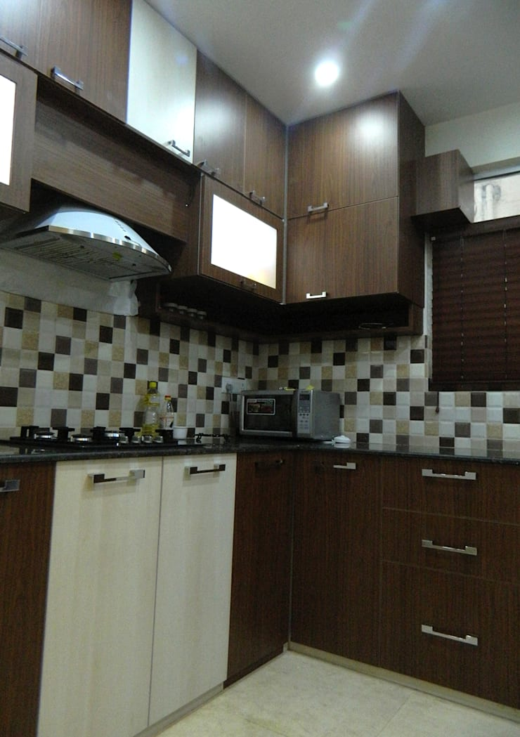 3 BHK Apartment in Bengaluru: modern Kitchen by Cee Bee Design Studio