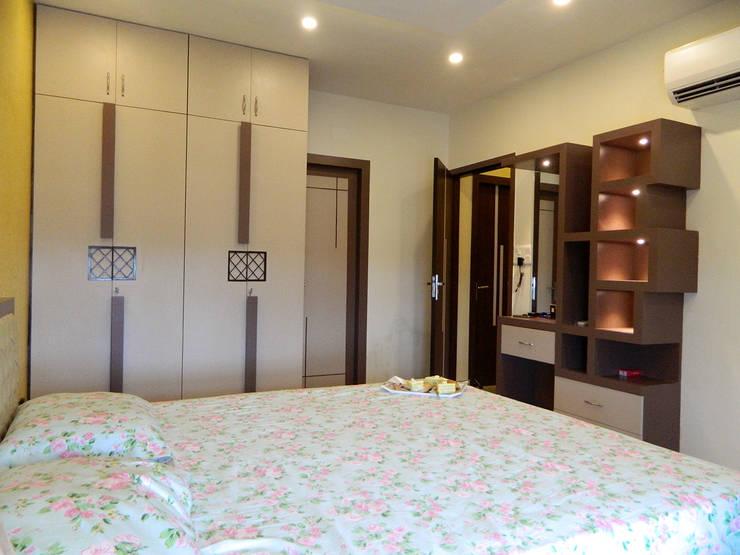 3 BHK Apartment in Bengaluru:  Bedroom by Cee Bee Design Studio