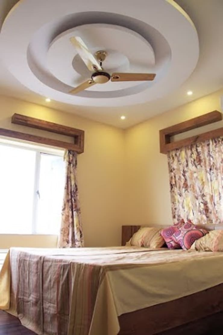 4 BHK in Bengaluru:  Bedroom by Cee Bee Design Studio