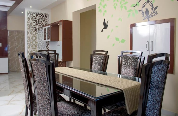 4 BHK in Bengaluru:  Dining room by Cee Bee Design Studio