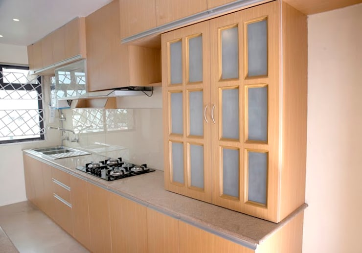 3 BHK Apartment Bengaluru:  Kitchen by Cee Bee Design Studio