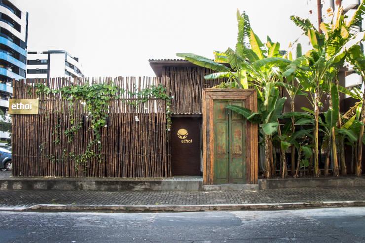 Spa de estilo  por LM Arquitetura | Conceito