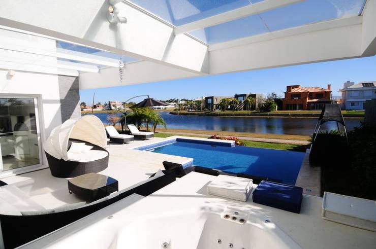 Projeto Arquitetura de Interiores Residencial Litoral: Terraços  por Marcelo John Arquitetura e Interiores