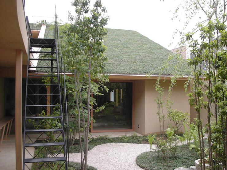 Casas modernas por もやい建築事務所