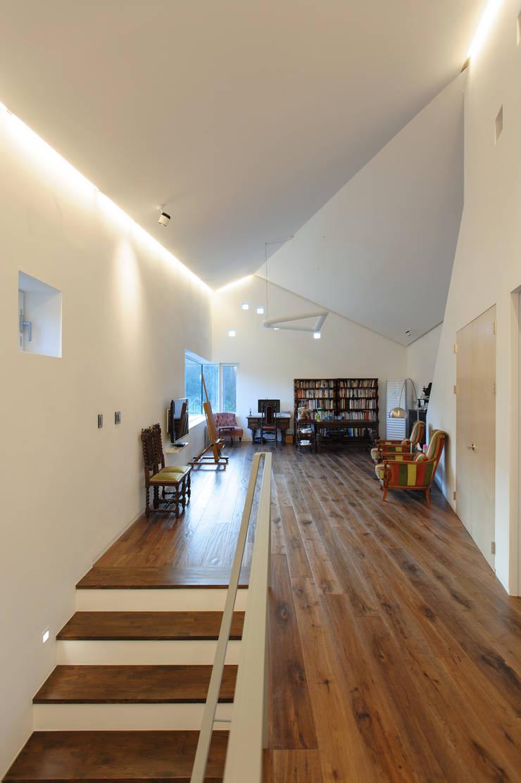 수능리 주택 (Suneungni house): 위빌 의  복도 & 현관,