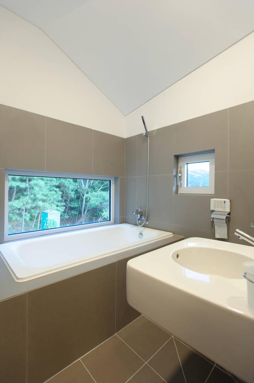 수능리 주택 (Suneungni house): 위빌 의  욕실,