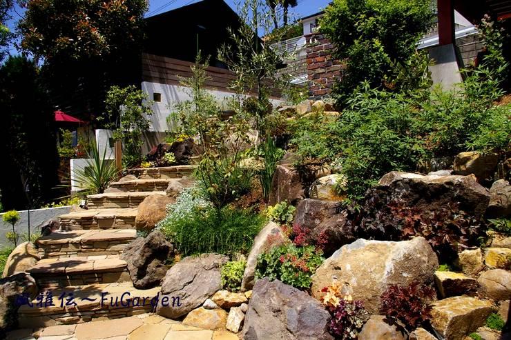 ホビットの庭: グリーンテラス & 風雅伝が手掛けた庭です。
