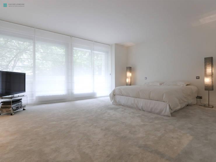 Chambre à coucher épurée: Chambre de style  par Xavier Lemoine Architecture d'Intérieur
