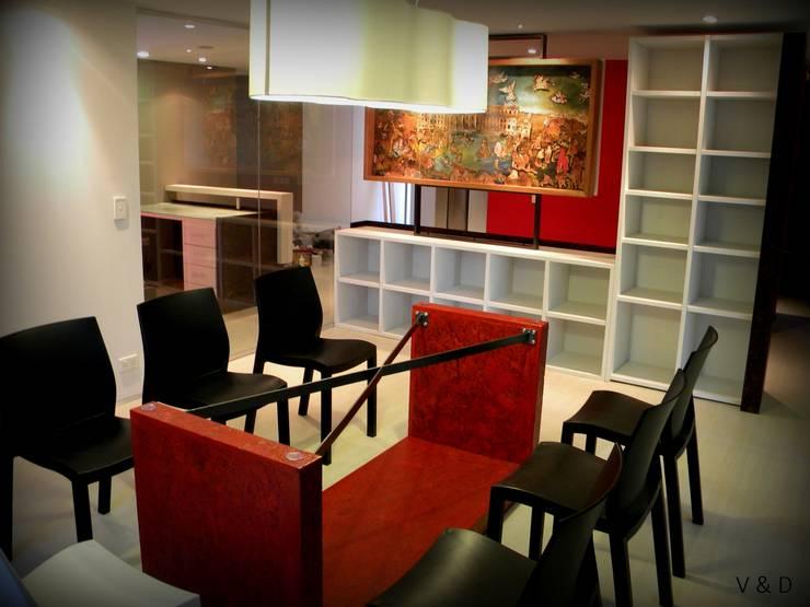 SALA DE REUNIONES: Oficinas y Tiendas de estilo  por VETA & DISEÑO,
