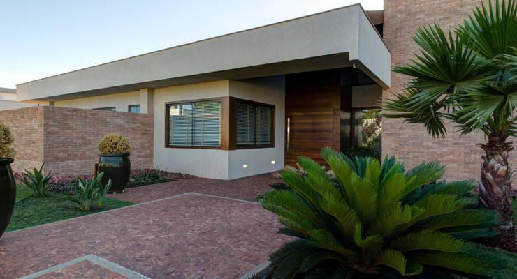 Casas de estilo  por BRAVIM ◘ RICCI ARQUITETURA