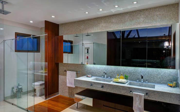 Projekty,  Łazienka zaprojektowane przez BRAVIM ◘ RICCI ARQUITETURA