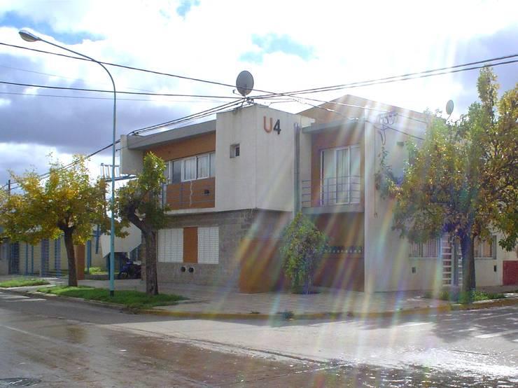 U4, Esquina Yrigoyen esq Biedma 2:  de estilo  por Umbral Estudio Arquitectura