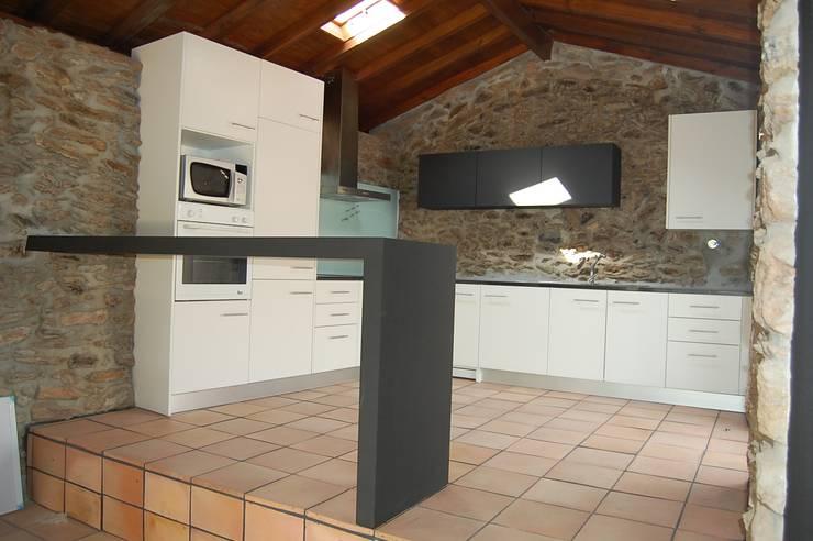 Casa de Campo:   por Engebasto - Atividades de Engenharia e Arquitetura, Lda