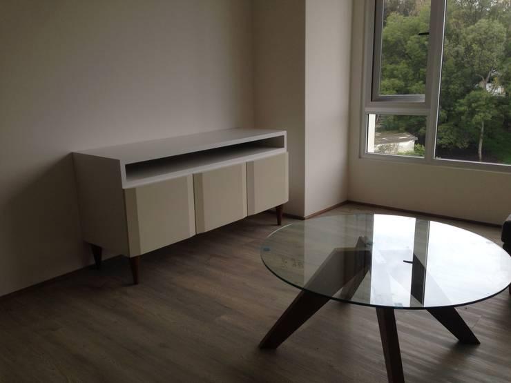Mueble de tv: Salas de estilo  por DSeAl Muebles.