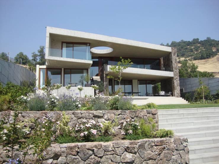 Projekty, nowoczesne Domy zaprojektowane przez Hernan Arriagada / Arq