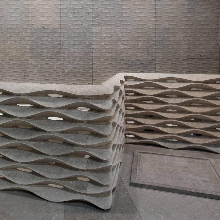 onda: Pareti & Pavimenti in stile  di LITHOS DESIGN