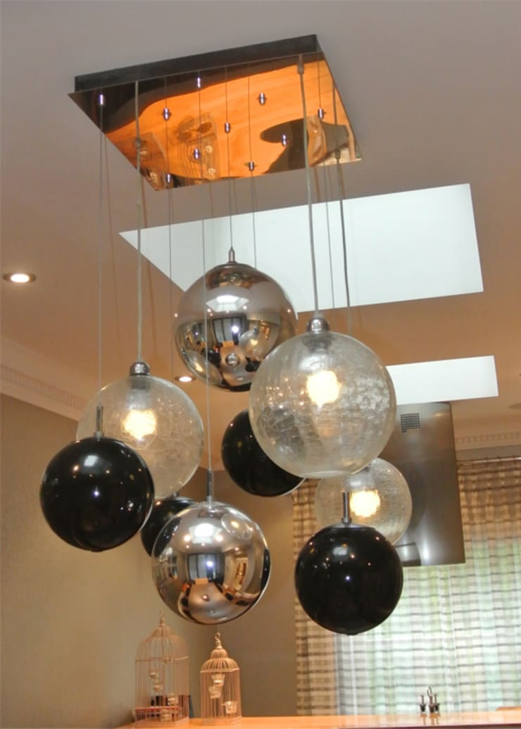 Feature pendant :  Dining room by Rethink Interiors Ltd