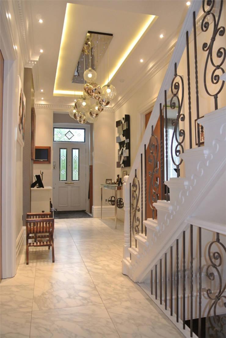 Hallway:  Corridor & hallway by Rethink Interiors Ltd