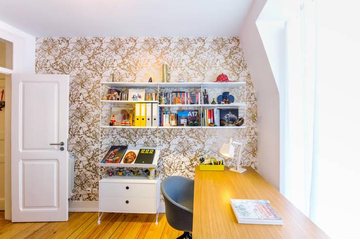 Apartamento Graça: Escritórios e Espaços de trabalho  por Espaço Mínimo