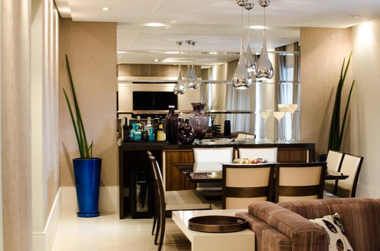 Apartamento Familiar: Salas de jantar  por Inspirate Arquitetura e Interiores,Moderno