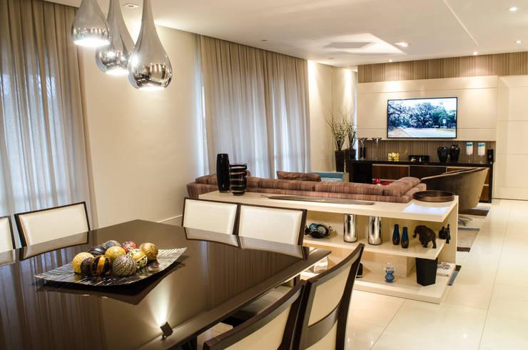 Apartamento Familiar: Salas de estar  por Inspirate Arquitetura e Interiores,Moderno