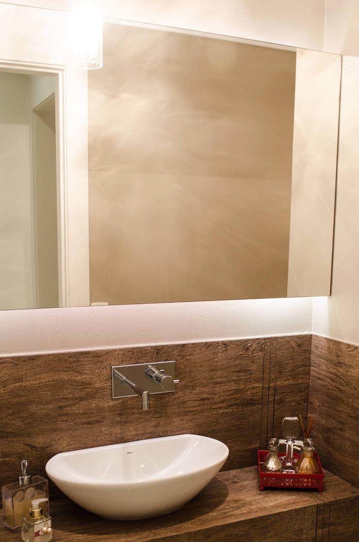 Apartamento Familiar: Banheiros  por Inspirate Arquitetura e Interiores,Moderno