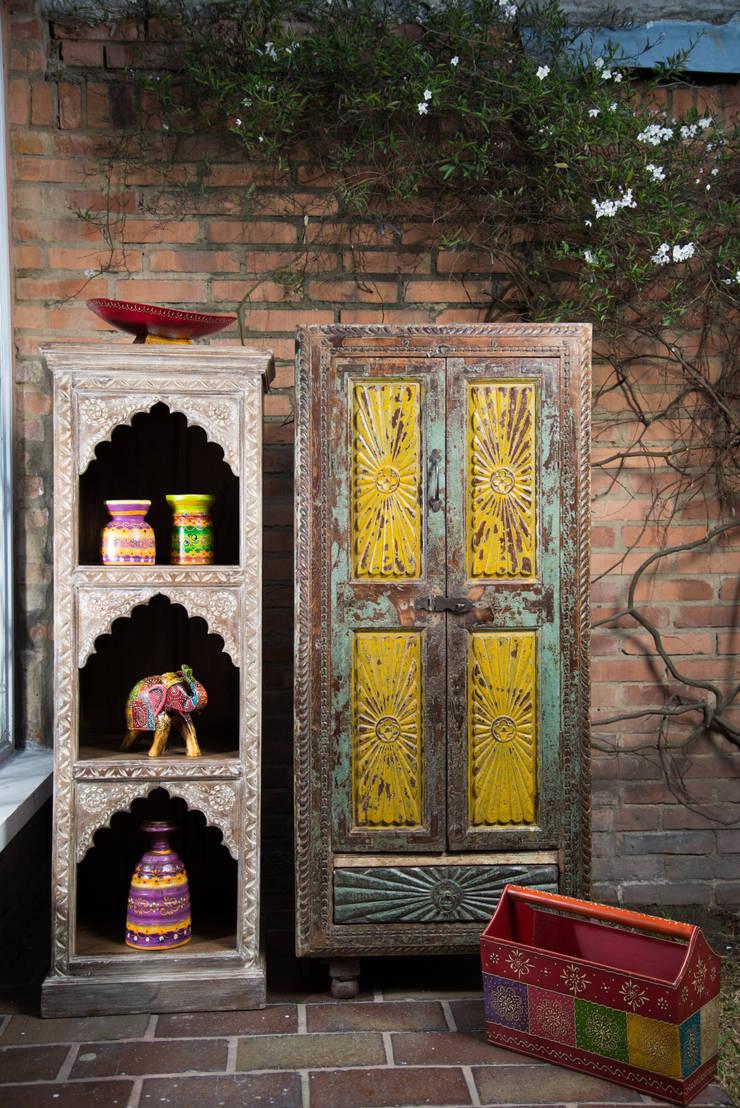gabinetes: Hogar de estilo  por SARRIA HOME