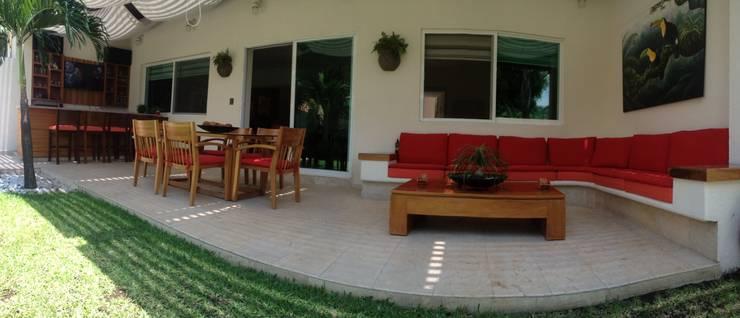 TERRAZA / BAR CASA LAS FLORES : Terrazas de estilo  por EL DIVÁN Arquitectura & Diseño de Interiores