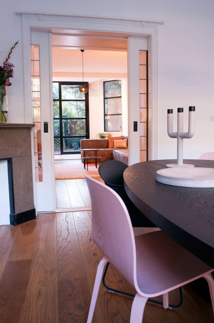 Столовые комнаты в . Автор – IJzersterk interieurontwerp, Модерн