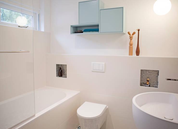 badkamer met ronde vormen:  Badkamer door IJzersterk interieurontwerp, Modern