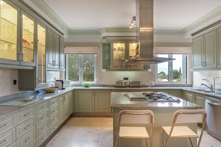 Kitchen by Zenaida Lima Fotografia