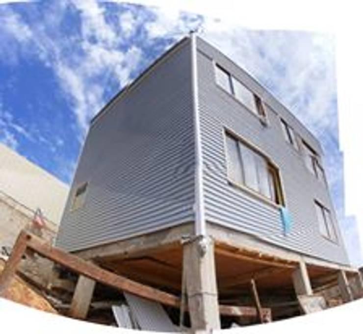 MARCELA CARRERAS – AUTO CONSTRUCCIÓN ASISITDA: Casas de estilo  por M25