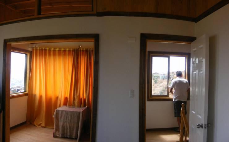 MARCELA CARRERAS – AUTO CONSTRUCCIÓN ASISITDA: Livings de estilo  por M25