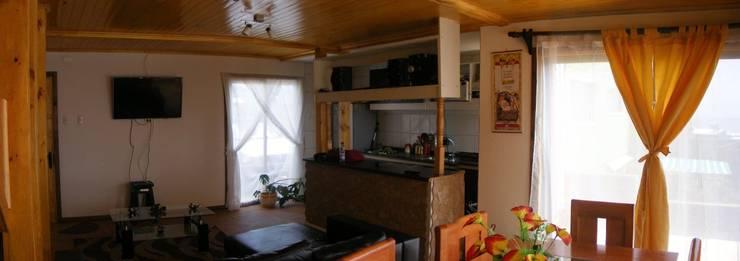 MARCELA CARRERAS – AUTO CONSTRUCCIÓN ASISITDA: Cocinas de estilo  por M25