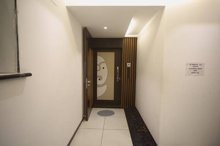 Samrath Paradise:  Corridor & hallway by IMAGE N SHAPE,Modern