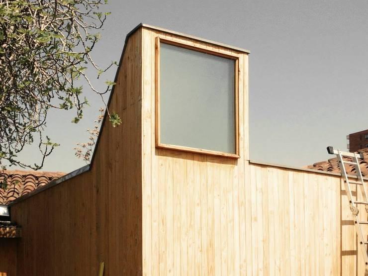 Sala de Control – Estudio CEDA: Edificios de Oficinas de estilo  por SZAA (Sarmiento Zamora Associated Architects)