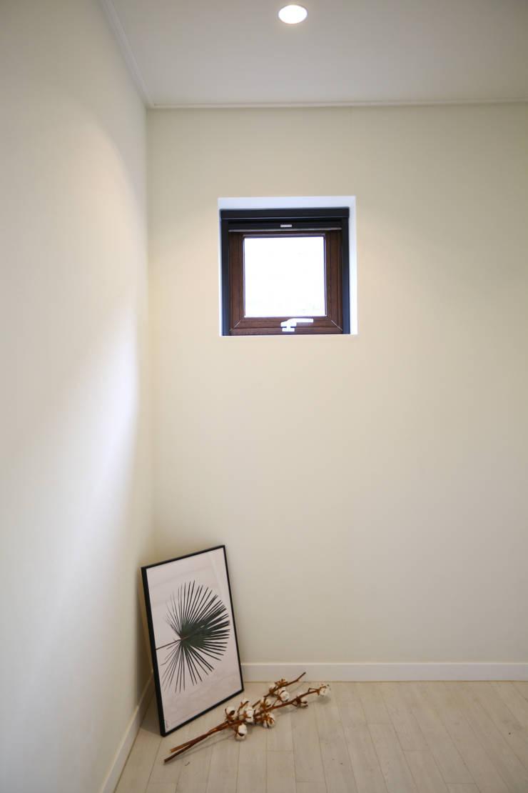 우리가 어떤 집을 짓는지 사진으로 얘기할께요 : 한글주택(주)의  복도 & 현관