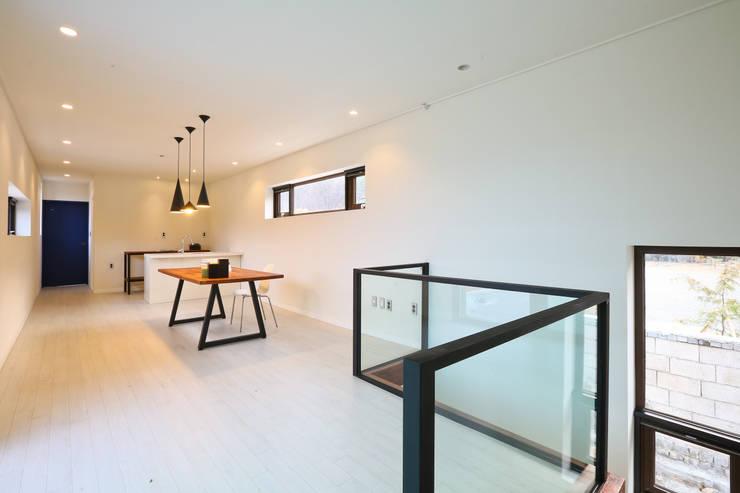우리가 어떤 집을 짓는지 사진으로 얘기할께요 : 한글주택(주)의  거실