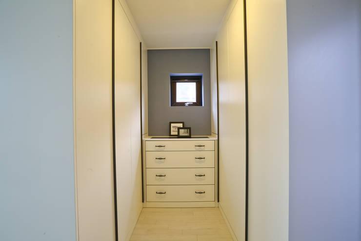 우리가 어떤 집을 짓는지 사진으로 얘기할께요 : 한글주택(주)의  드레스 룸