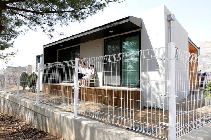 1억대로 짓는 중정을 품은 단층전원주택 : 한글주택(주)의  주택