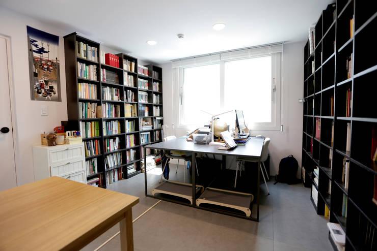 1억대로 짓는 중정을 품은 단층전원주택 : 한글주택(주)의  서재 & 사무실