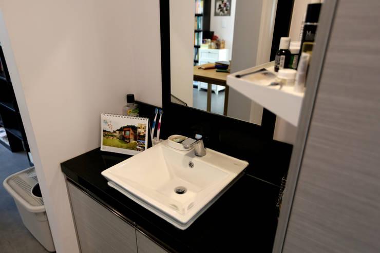 1억대로 짓는 중정을 품은 단층전원주택 : 한글주택(주)의  욕실