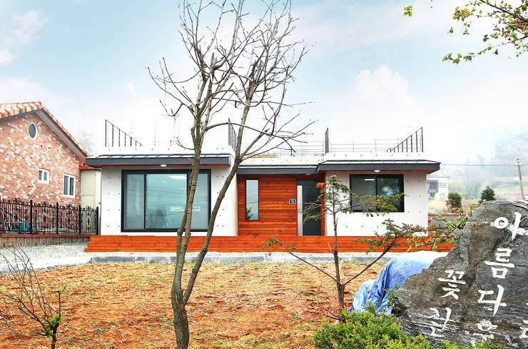 Maisons de style  par 한글주택(주)