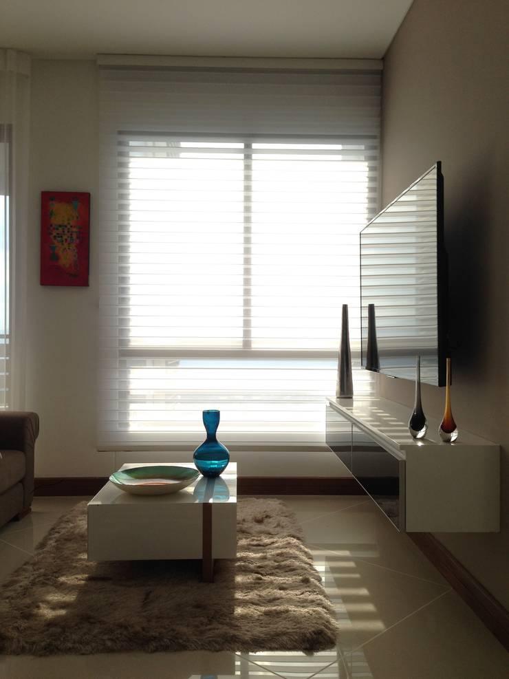 Apartamento Majestic 2103: Salas multimedia de estilo  por John Robles Arquitectos, Moderno