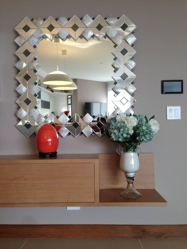 Apartamento Majestic 2103:  de estilo  por John Robles Arquitectos, Moderno